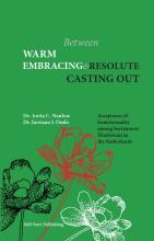 omslag boek Between warm embracing and resolute casting out